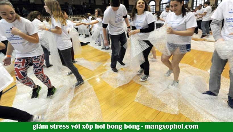 bóng bóng xốp hơi không đơn thuần là giải trí, nó có thể chữa bệnh căng thẳng, mệt mỏi